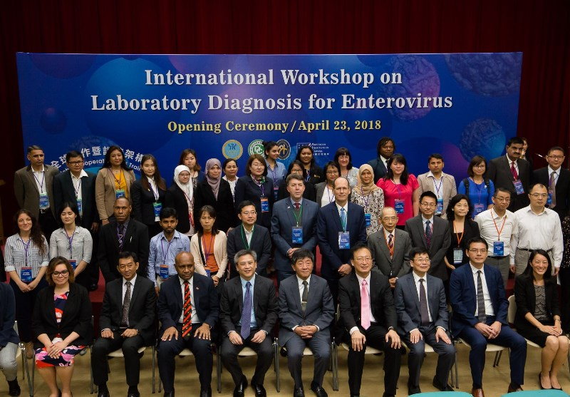 New Southbound Policy。MOHW Minister Chen Shih-chung (front, center), MOFA Deputy Minister Francois Chih-chung Wu (front, fourth right) and AIT Director Kin Moy (front, fourth left) are joined by experts and officials from 14 countries at the opening of the GCTF International Workshop on Laboratory Diagnosis for Enteroviruses April 23 in Taipei City. (Staff photo/Chin Hung-hao)