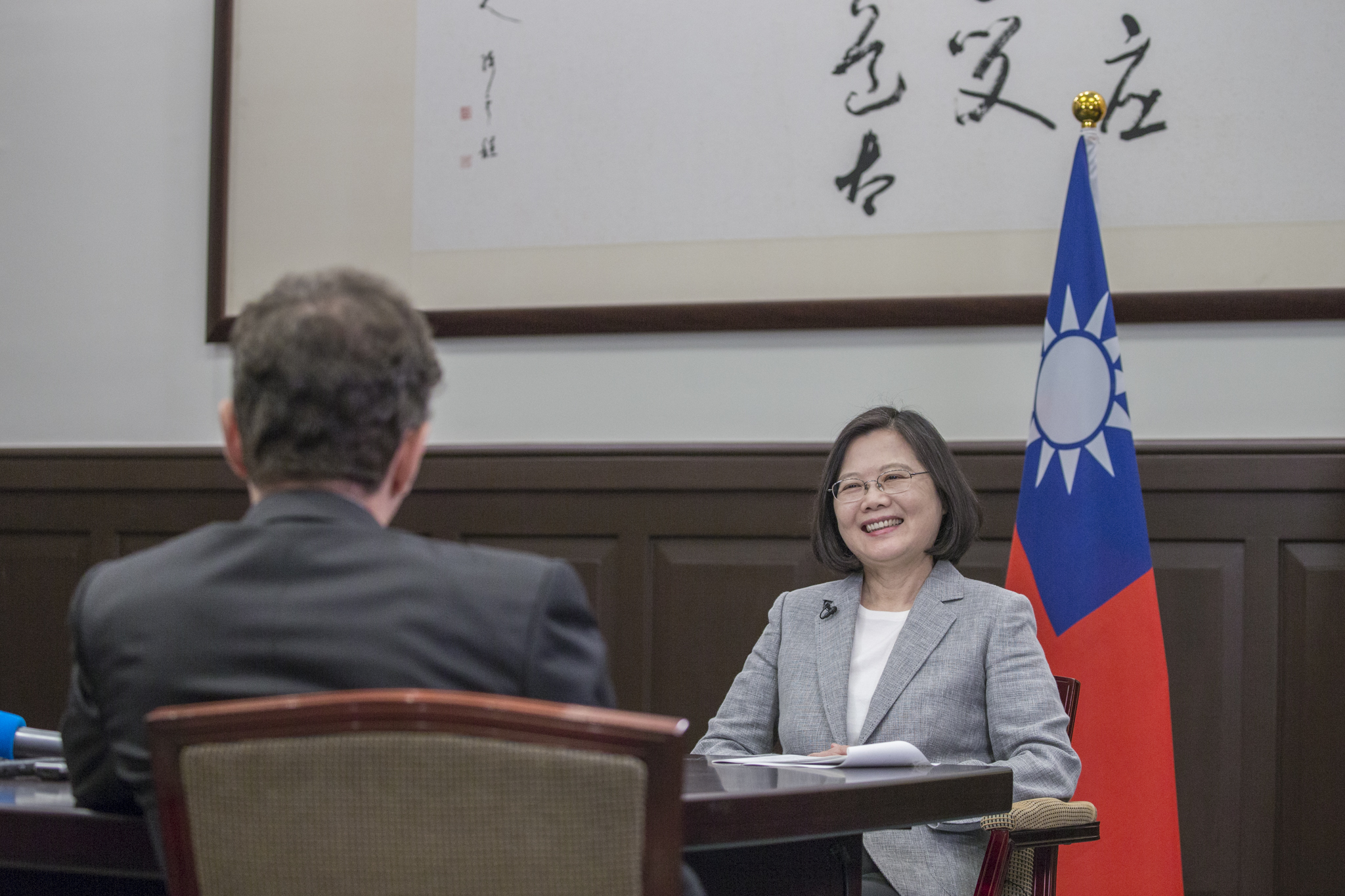 New Southbound Policy。President Tsai Ing-wen calls on the international community to stand as one in protecting universal values during an interview at the Office of the President June 25 in Taipei City. (Courtesy of Office of the President)