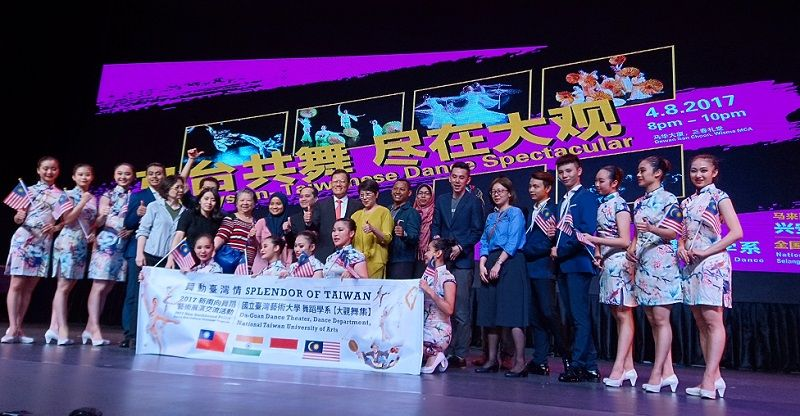 """Representative Chang, James Chi-ping attends Blossom Arts Festival Malaysia 2017 """"Splender of Taiwan"""" Dance Performances Photos - New Southbound Policy"""