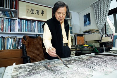 Ink-Wash with a Modern Feel: The Colored Landscape Paintings of Wang Lan Hsiung Photos - New Southbound Policy