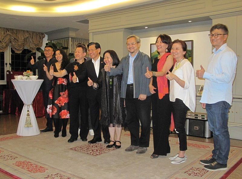 An Evening of Cultural Exchange and Taiwanese Art Appreciation at the Residence of Representative Francis Kuo-Hsin Liang Photos - New Southbound Policy
