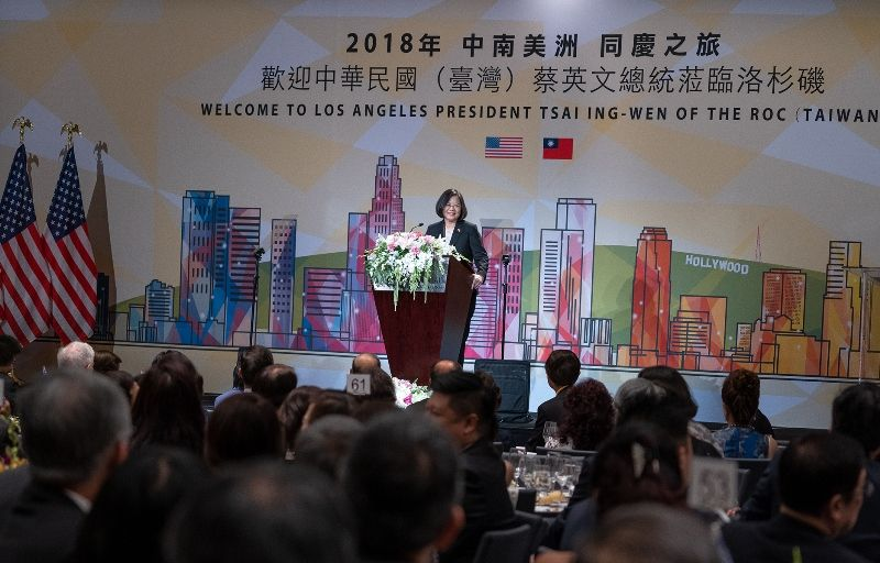 New Southbound Policy。President Tsai Ing-wen addresses Taiwan expatriates during a dinner banquet Aug. 12 in Los Angeles. (Courtesy of Office of the President)
