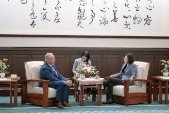 President Tsai receives Wyoming governor, vows to expand exchanges