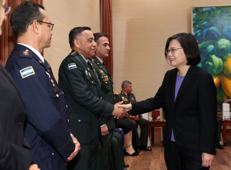 President Tsai praises Latin American defense training cooperation[open another page]