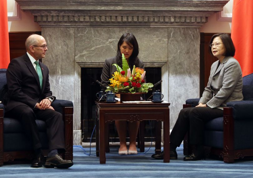 New Southbound Policy。President Tsai Ing-wen (right) discusses the role of the NSP in building a more free, open and prosperous Indo-Pacific with NBR's Dr. Charles W. Boustany Jr. at the Office of the President Oct. 30 in Taipei City. (CNA)