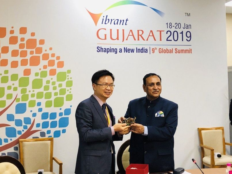 New Southbound Policy。TAITRA Chairman James C. F. Huang (left) is welcomed by Gujarat Chief Minister Vijay Rupani at the Vibrant Gujarat Global Summit in Gandhinagar Jan. 19 in India. (Courtesy of TAITRA)
