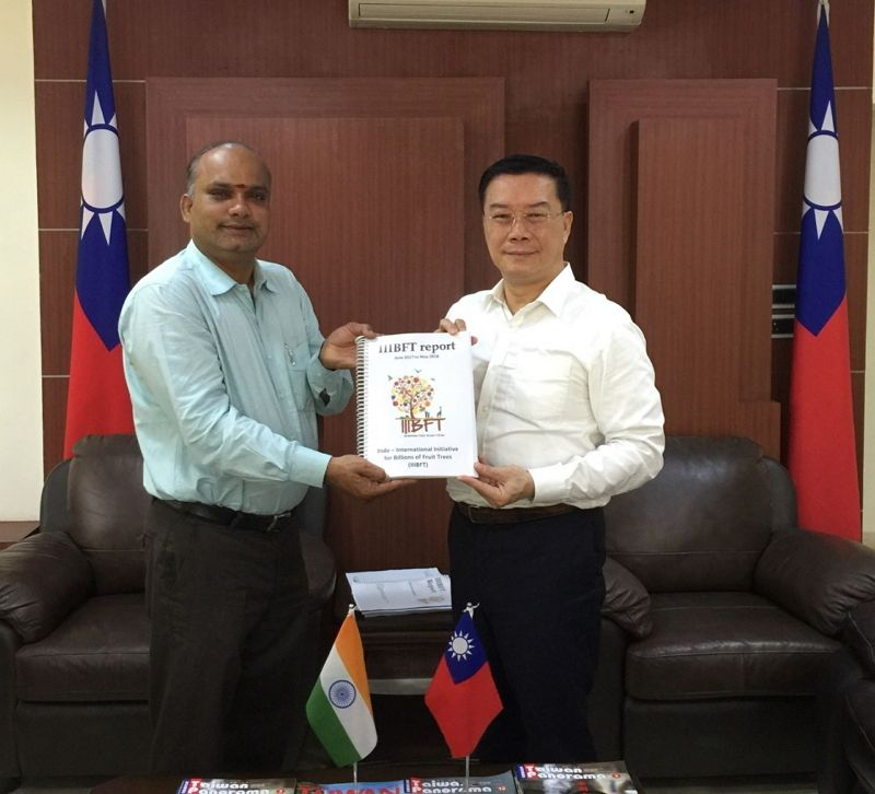 Dr. Alagu Perumal Ramasamy, Associate Professor of Loyola Institute of Business Administration (LIBA), on March 6, 2019 called on Director-General Mr. Charles Li, Taipei Economic and Cultural Center in Chennai Photos - New Southbound Policy