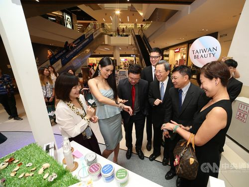 Taiwan opens beauty-cosmetics pop-up store in Kuala Lumpur Photos - New Southbound Policy