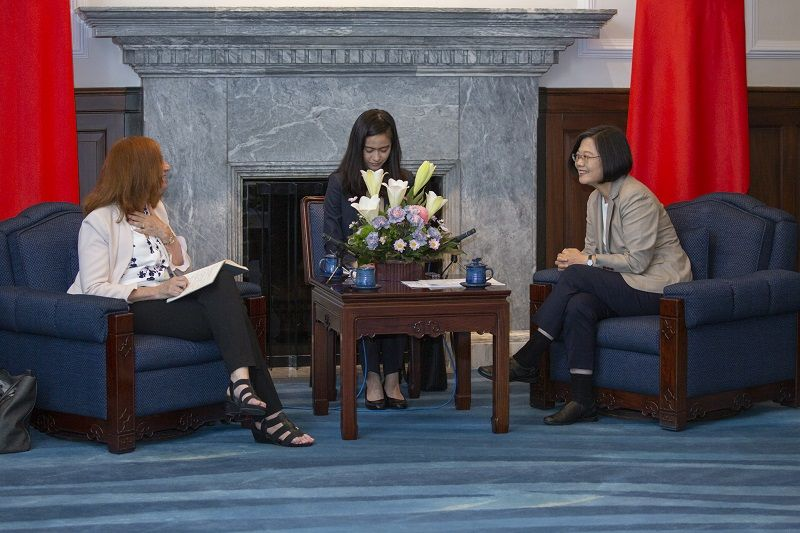President Tsai meets Taiwan-US Policy Program delegation from Center for Strategic and International Studies Photos - New Southbound Policy