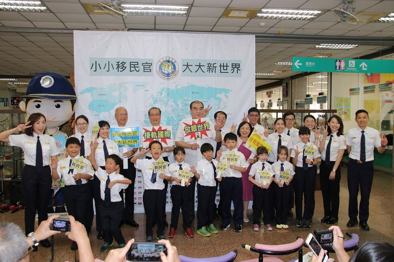Children Experienced the NIA Officers' Role Parts to Cultivate the International Perspective Photos - New Southbound Policy