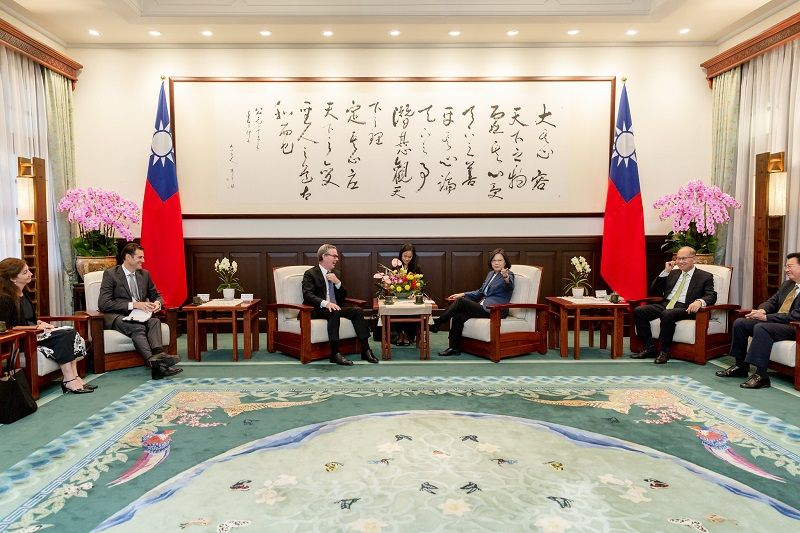 President Tsai meets former Minister for Defense of Australia Christopher Pyne Photos - New Southbound Policy
