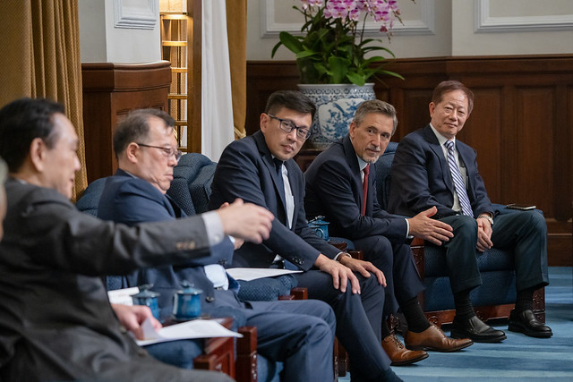 President Tsai meets international and domestic semiconductor industry leaders   Photos - New Southbound Policy