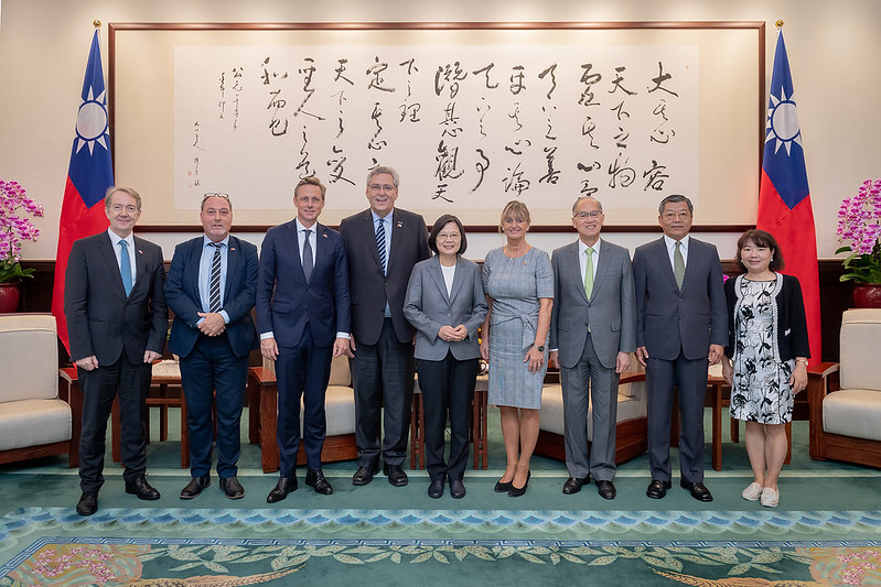 President Tsai meets delegation from Dutch Parliament and think tanks Photos - New Southbound Policy