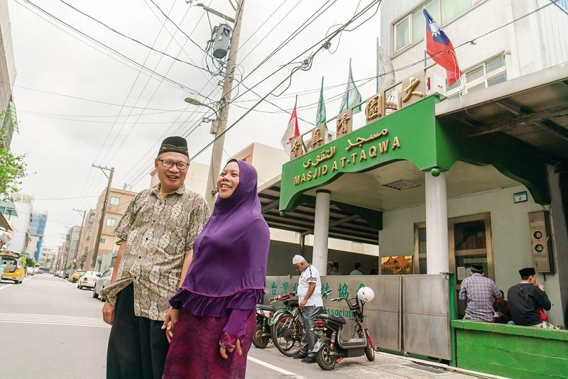 A Home Away from Home: Mosques Provide a Sense of Belonging Photos - New Southbound Policy