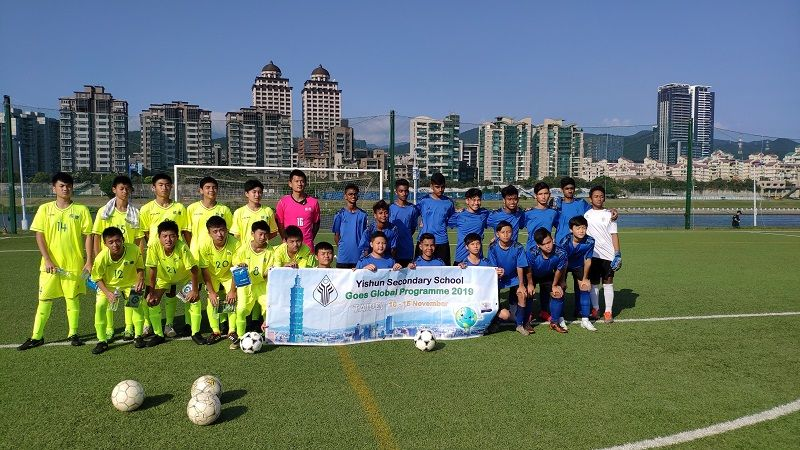 Singapore's Chung Cheng High School Delegates Visit Chengde Junior High School to Exchange Experience in Soccer and Basketball Photos - New Southbound Policy