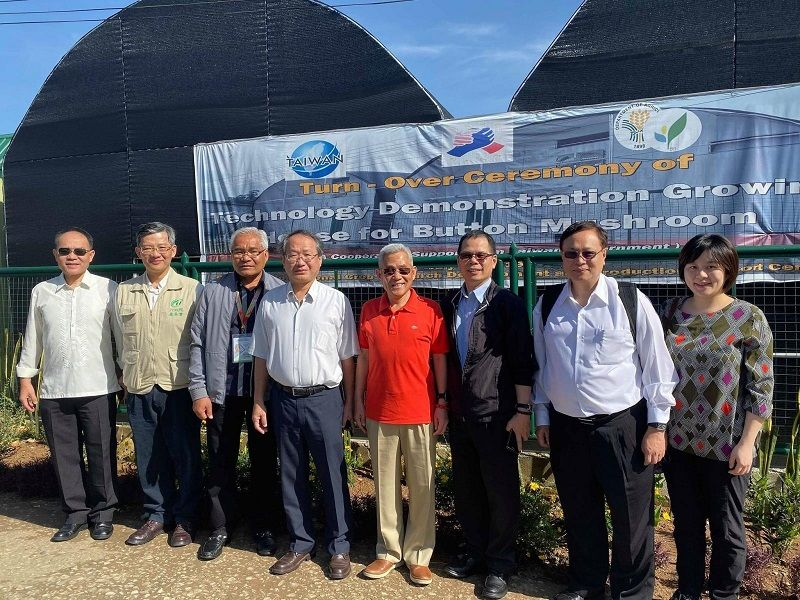 """Implementing the New Southbound Policy """"Regional Agricultural Development"""" project; Taiwan and the Philippines hold harvest event at the Button Mushroom Demonstration farm in Baguio Photos - New Southbound Policy"""