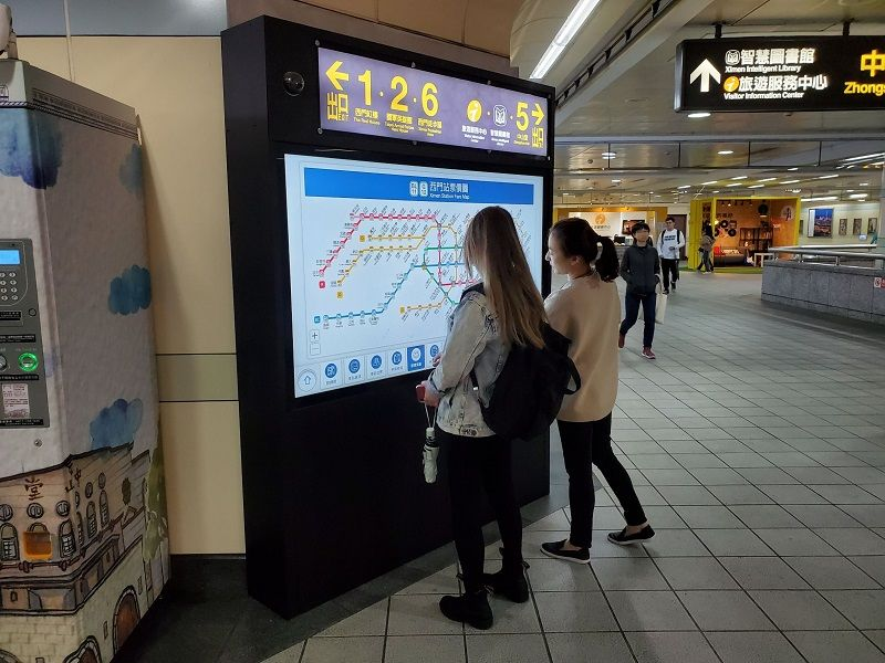 """Touch to Reveal MRT-Related Information – In-Station Information Touch Screen """"Metro E Touch"""" Inaugurated Photos - New Southbound Policy"""