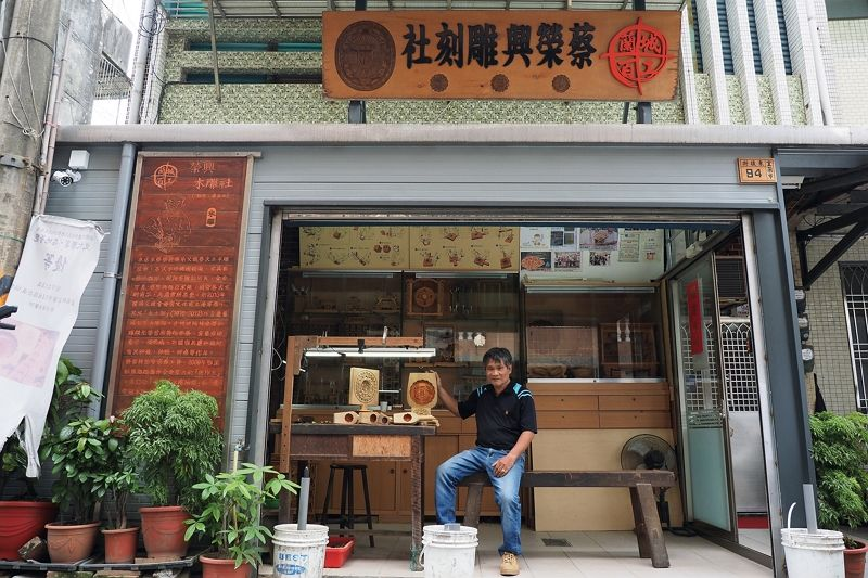 Upholding a Tradition: Master Mold Maker Cai Rongxing Photos - New Southbound Policy
