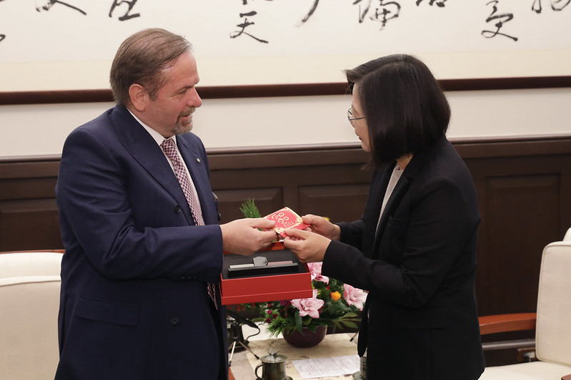 President Tsai meets European Chamber of Commerce Taiwan Chairman Giuseppe Izzo Photos - New Southbound Policy