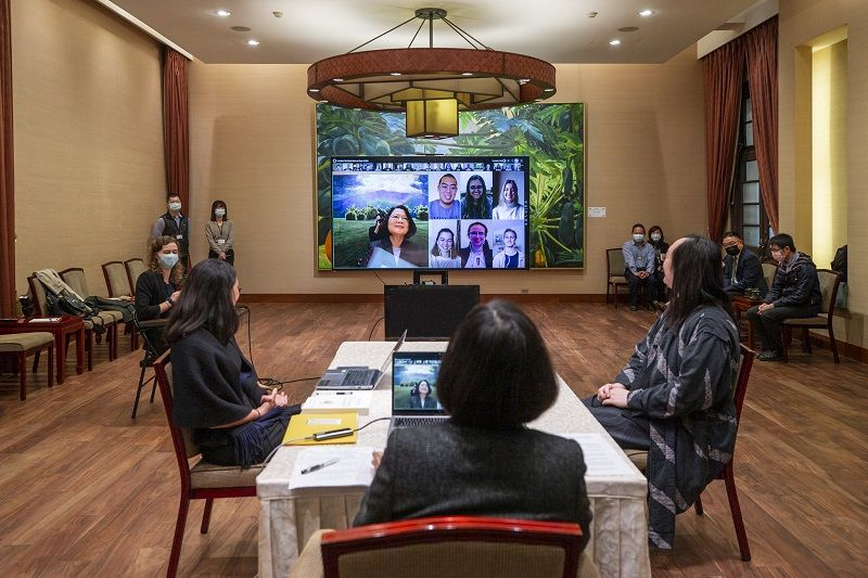 President Tsai attends videoconference with students from Minerva Schools Photos - New Southbound Policy