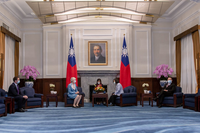 President Tsai meets British Office Taipei Representative Catherine Nettleton Photos - New Southbound Policy