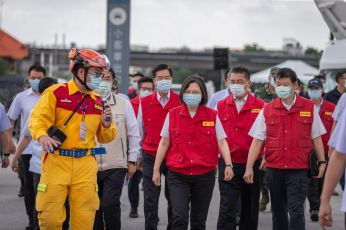 Tsai observes earthquake drill on National Disaster Prevention Day