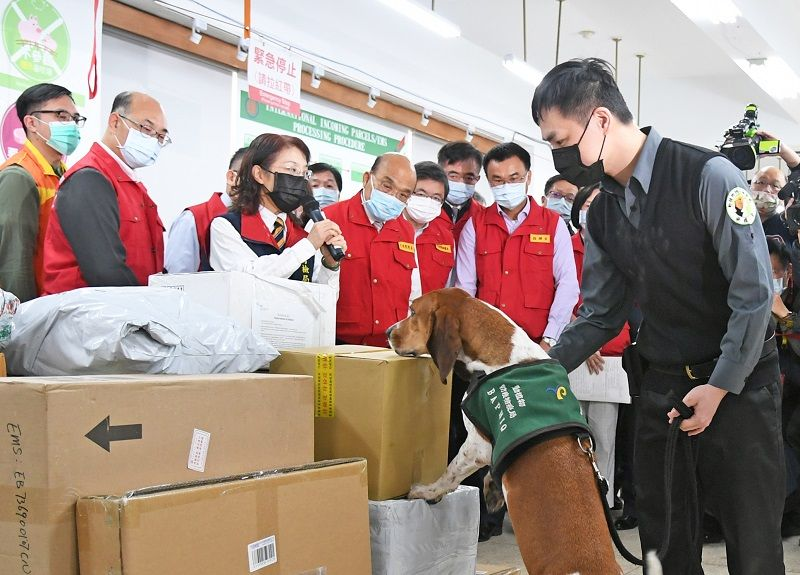 Premier rallies officials, prioritizes Lunar New Year preparations against disease Photos - New Southbound Policy