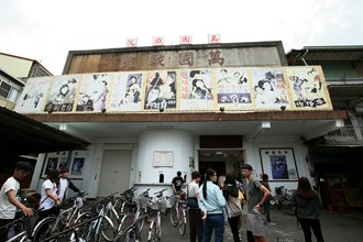The Wanguo Theater is especially popular with school groups.