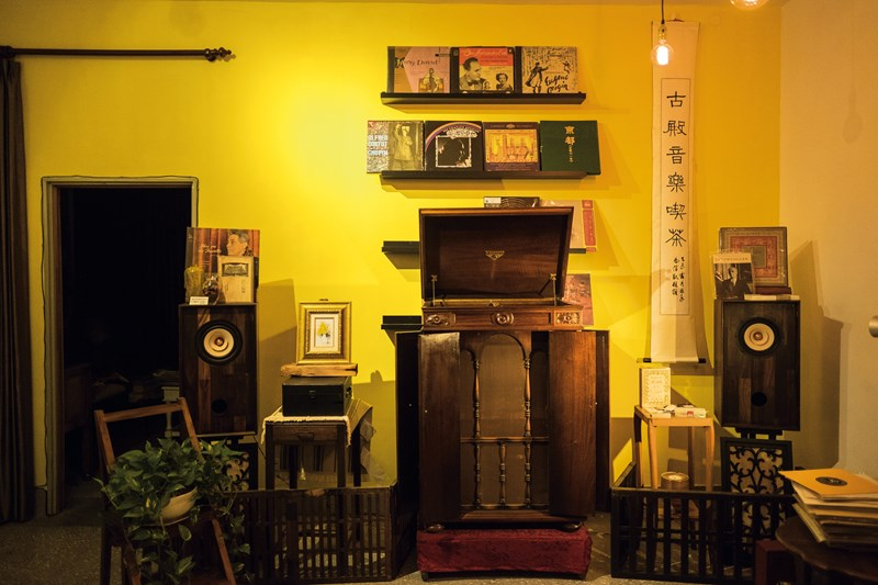 Occupying a special place within the world of Taiwan's vinyl aficionados, CPS is a center for musical exchange with an emphasis on researching sound and preserving culture.