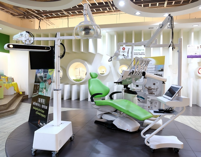 A digitalized dental facility is on display at STSP in Kaohsiung. (Staff photo/Huang Chung-hsin)