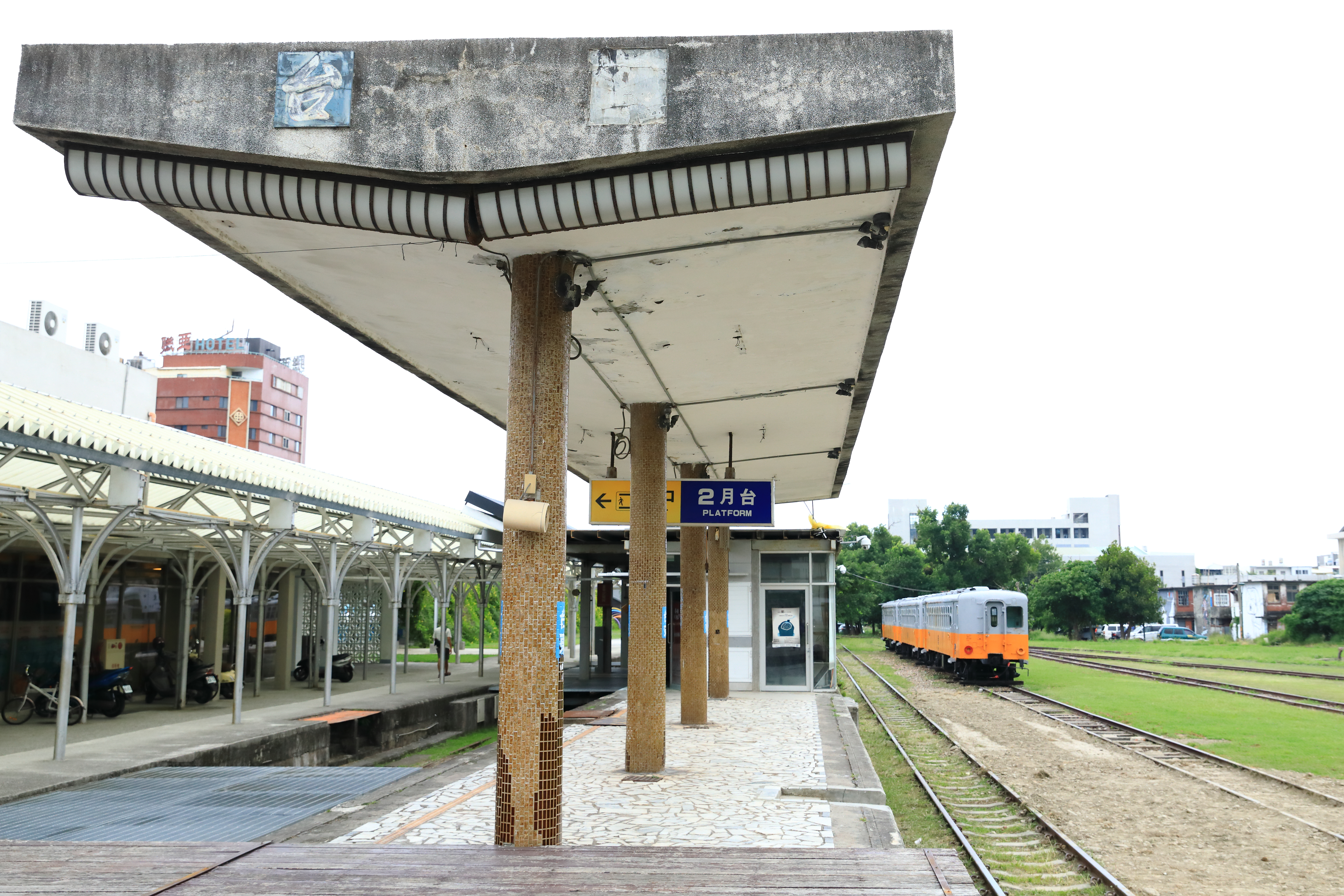 Live music jazzes up revitalized rail station in Taitung, Taiwan
