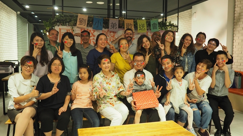 China Medical University Hospital's International Center in central Taiwan's Taichung City held a festive farewell party for Luu, a 5-year-old Vietnamese boy.