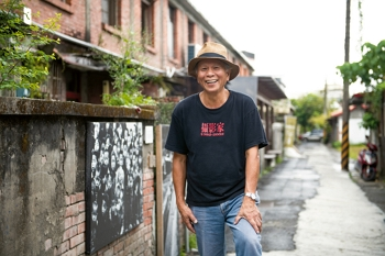 The wanderer comes home: After many years away, Juan I-jong has returned to his roots in order to continue telling Taiwan's saga in this unique space. (photo by Chuang Kung-ju)