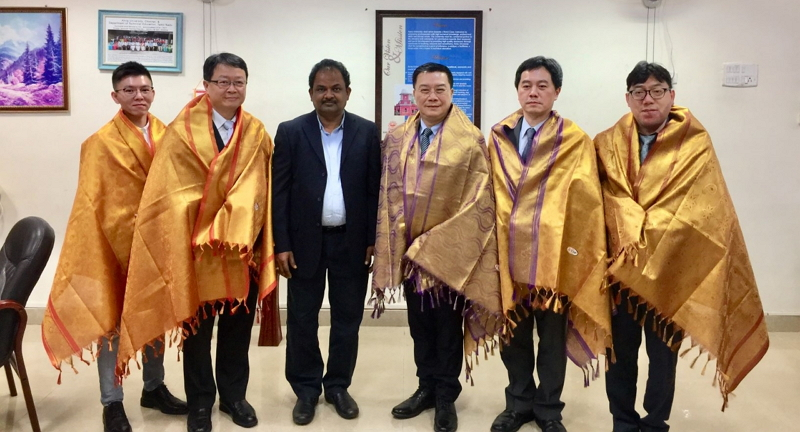 Director-General Charles Li of TECC in Chennai (Right three),Professor N. Rajendran, Director, Centre for International Affairs, Anna University(Left three),Professor Shih-Ho Wang, Dean of International & Cross-Strait Academic Exchange(Right two),Professor Chung-Tzer Liu, Associate Dean, School of Business(Left two),Dr. Fu-Sheng Shih, Assistant Professor and Director of International Affairs Center(right one),Mr. Rhein Li, Chinese Overseas & International Students Coordinator(Left one)