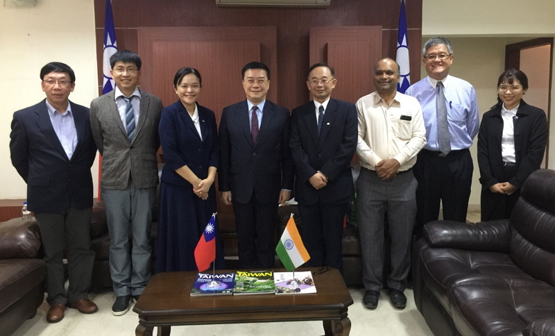 Director-General Charles Li of TECC in Chennai(left four),Professor Liu,Yi-chun, Vice President of Tzu Chi University (left three),Professor Liou,Je-wen(right four),Professor Yen-Pei Fu, Professor & Chairman, Department of Materials Science and Engineering, National Dong Hwa University(left two),Dr. Yeh, Hsin-hung, Associate Research Fellow, Agricultural Biotechnology Research Center, Academia Sinica(left),Ms. Wu,Yu-ling, Assistant, International Affairs, Tzu Chi University(right),Mr. Ajith Soman Narayanan, Ph.D. Scholar, Centre of Excellence for Energy Research, Sathyabama Institute of Science and Technology(right three),Mr. Christian Li, Manager of Taipei World Trade Center(right two)