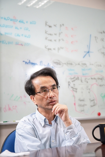 """Young grandpa"" Gou Chongsin is committed to getting into space, and is developing rockets that Taiwan will produce itself. (photo by Lin Min-hsuan)"