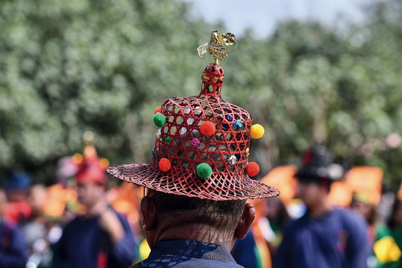 The seven headsman positions are hereditary, and their outfits and hats reveal an antiquated and idiosyncratic flair. (photo by Chuang Kung-ju)
