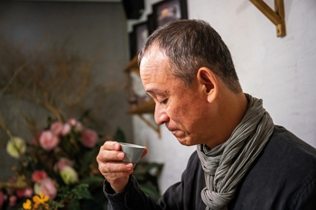 "Lin Jung-kuo, head of Lin's Ceramics Studio, says, ""There's no need to be overly dogmatic about what tea ware to use."""
