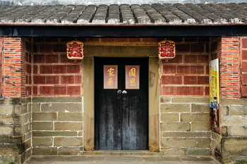 Jin Guang Fu Hall in Hsinchu's Beipu Township is a national historic site. With the support of the Qing government, the building became home to a settlers' organization supporting both Hokkien from Fujian and Hakka from Guangdong. It served as a model of cooperation between the two groups. (photo by Lin Min-hsuan)