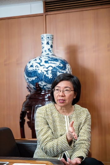NCL director general Tseng Shu-hsien, the first woman to lead the institution in its 80-plus years of existence.