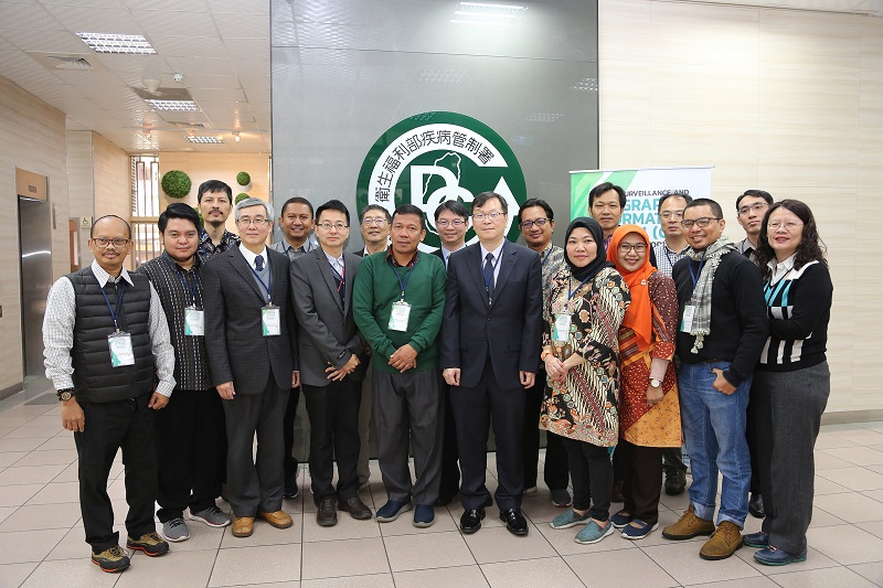 Taiwan officials are joined by Indonesian participants at the opening of a CDC-organized workshop on dengue fever prevention March 11 in Taipei City. (Courtesy of CDC)