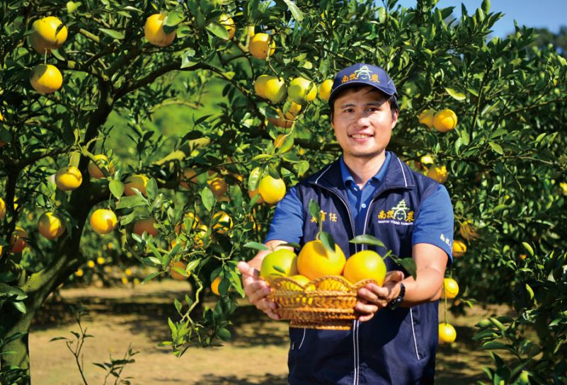 Eason Wu showcases the fruits of his labor at his farm in central Taiwan's Nantou County. (Photo courtesy of Eason Wu)