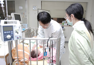 Taiwan citizens and residents of all ages enjoy convenient and affordable access to high-quality medical services thanks to the National Health Insurance program. (Photo by Huang Chung-hsin)