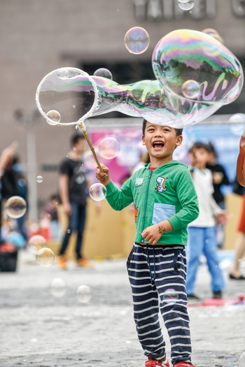 PPCC advocates that residents should be able to apply for street closures so that children can play in the street. (photo by Chuang Kung-ju)