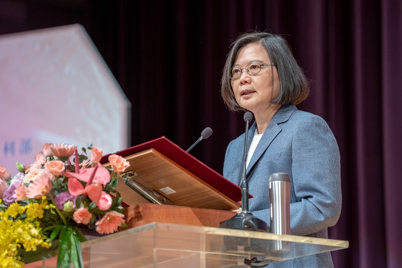 President Tsai Ing-wen addresses a gathering of Taiwan's nursing professionals May 8 in New Taipei City. (Courtesy of Presidential Office)