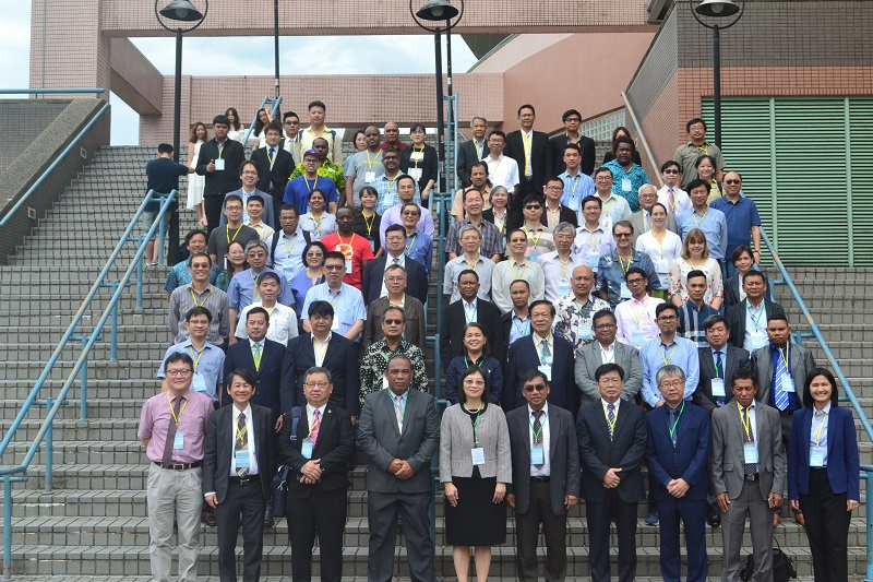 MOST Vice Minister Tsou Yu-han (first row, fifth left) is joined by experts and officials from home and abroad at the opening of an international conference on disaster mitigation and earth sciences June 10 in Taipei City. (Courtesy of Academia Sinica)