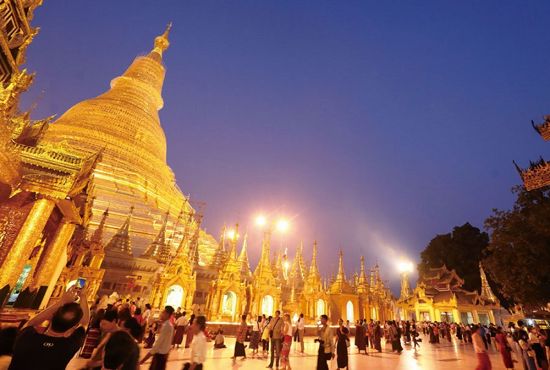 Housing Buddhist statues and relics dating back over 2,500 years, the Shwedagon Pagoda is one of the most popular visitor destinations in Yangon. (Photo by Chen Mei-ling)