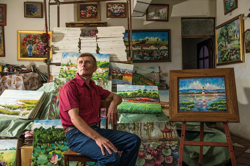 Taiwan has become a second homeland to Ivan, who uses paint to record its beauty. (photo by Chuang Kung-ju)