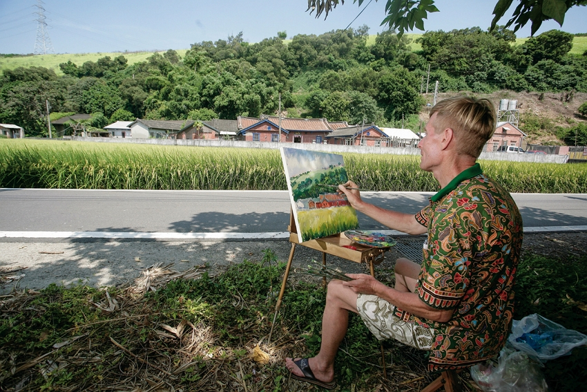 Ivan often finds a quiet spot outside to capture beautiful images of Taiwan. (courtesy of Art of Ivan Yehorov)