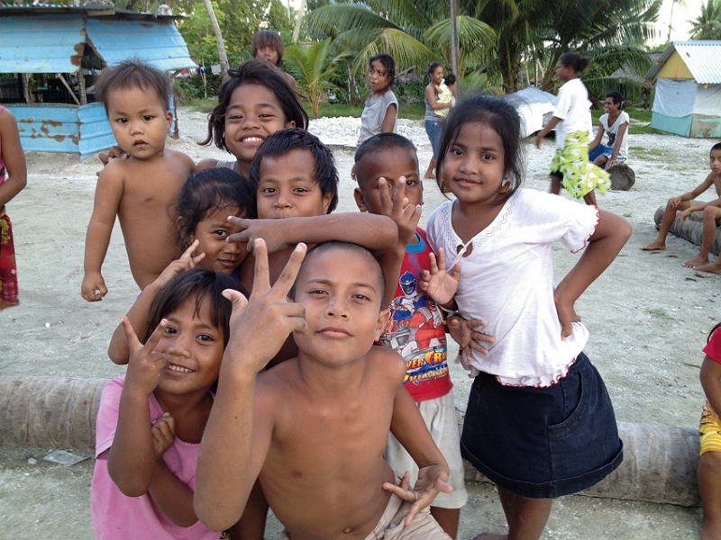 Although the children of Kiribati are lacking in material wealth, they are innately optimistic and active. (courtesy of the International Medical Service Center, MMH)